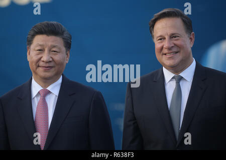 Panama City, Panama. 03rd Dec, 2018. China's President Xi Jinping (l) and Panama's President Juan Carlos Varela are standing at the Cocoli locks in the Panama Canal. China's head of state and party Xi Jinping was the first president of the People's Republic of Panama to visit. Credit: Mauricio Valenzuela/dpa/Alamy Live News - Stock Photo