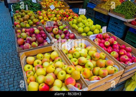 Apples, main outdoor market, outside Hala Targowa, Plac Dominikanski, Gdansk, Poland - Stock Photo