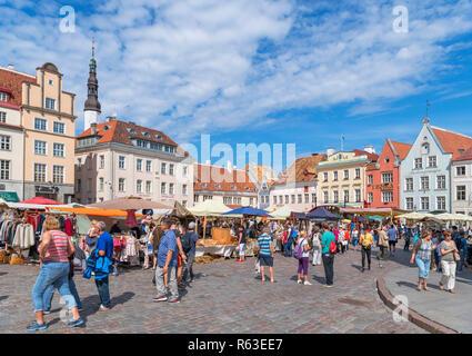 Market stalls on Raekoja plats (Town Hall Square) in the historic Old Town (Vanalinn), Tallinn, Estonia - Stock Photo