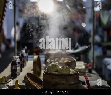 Steaming dumplings at the Brick Lane market in London - Stock Photo