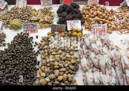 Frische Meeresfrüchte auf einem Markt in Madrid, Spanien - Stock Photo