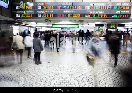 Der Bahnhof Shinjuku Station im Zentrum von Tokio - Stock Photo