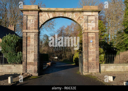 Almondell and Calderwood Country Park south entrance, East Calder, West Lothian. - Stock Photo