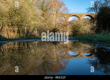 The Camps Railway viaduct, Almondell and Calderwood country park, West Lothian. - Stock Photo