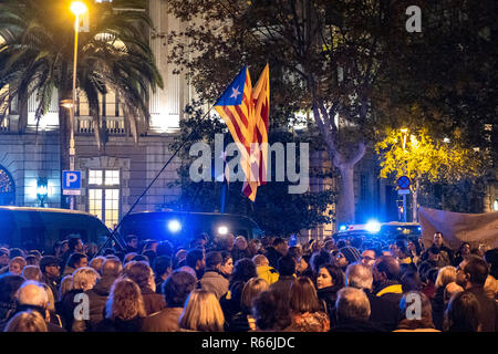 A crowd of pro-independence protesters are seen waving the Catalonia flag in front of the Delegation of the Government of Spain. Demonstrators took to the street of Barcelona in solidarity with the four political prisoners (Joaquín Form, Jordi Sànchez, Josep Rull and Jordi Turull) in prison who have begun an indefinite hunger strike. - Stock Photo