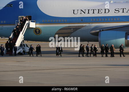 , Joint Base Andrews, Maryland, Dec. 03, 2018. Civilians exiting Air Force one.  (DoD photo by U.S. Army Pfc. Alexander Kelly) - Stock Photo
