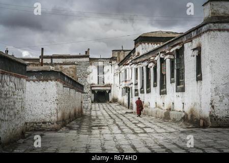 Tibetan Monastery in Shigatse in central Tibet - Stock Photo