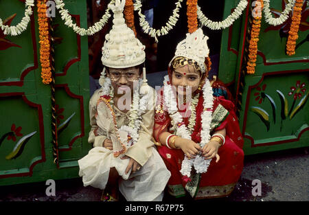 child marriage, bengali bride and bride groom, india - Stock Photo