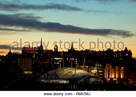 Edinburgh, Scotland, UK. 4th December 2018. Weather, sunset over the city centre of the Scottish capital with chilly temperature of 3 degrees expected to drop to minus one overnight, Dynamic Earth in the foreground and the castle, Hub and St Giles Cathedral in the background.  Credit: Helen White/Alamy Live News - Stock Photo