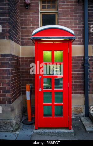 Vintage UK red phone booth - Stock Photo