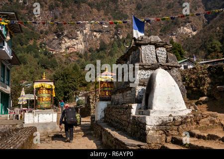 Nepal, Lukla, Thalsharoa, Buddhist mani wall on route to Chheplung and Rangdo Gompa, rock wall monastery - Stock Photo