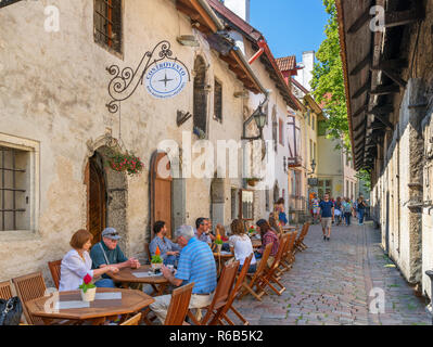 Cafe / Bar on St. Catherine's Passage (Katariina Käik) near St. Catherine's Church in the historic Old Town (Vanalinn), Tallinn, Estonia - Stock Photo