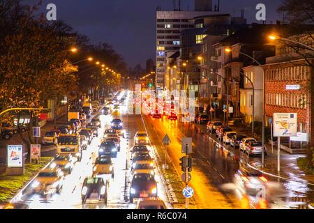 Bundesstrasse B224, Alfredstrasse, in Essen Rüttenscheid, Abendlicher Berufsverkehr, dieser Bereich wäre auch von einem Dieselfahrverbot betroffen, - Stock Photo