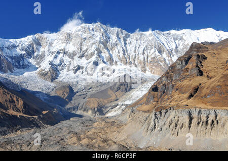 Nepal, Annapurna Conservation Area, Singu Chuli (Fluted Peak) One Of The Trekking Peaks In The Nepali Himalaya Range The Peak Is Located Just West Of  - Stock Photo