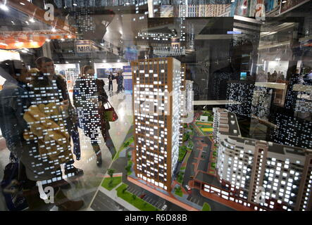 Yekaterinburg, Russia. 05th Dec, 2018. YEKATERINBURG, RUSSIA - DECEMBER 5, 2018: People attend the 100  Technologies International Forum for High-rise and Special Construction at the Yekaterinburg-Expo Exhibition Center. Donat Sorokin/TASS Credit: ITAR-TASS News Agency/Alamy Live News - Stock Photo