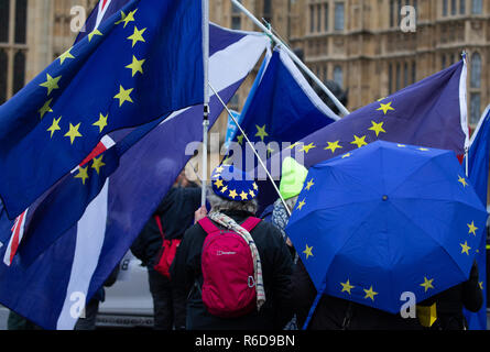 London, UK. 5th December, 2018. Remain protestors outside the Houses of Parliament, UK. Leave protestors are also demonstrating. Theresa May is starting five days of debate to persuade Parliament to vote for her Brexit deal. Remain protestors are asking for a people's vote. Credit: Tommy London/Alamy Live News - Stock Photo