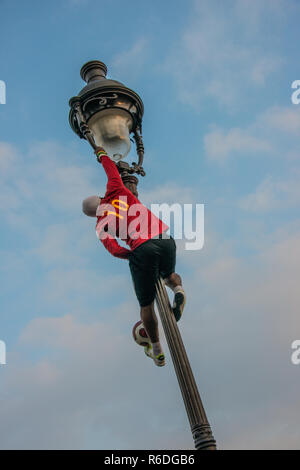 Football acrobatic in Paris Montmartre, jung man from Guinea - Stock Photo