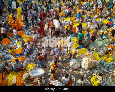 CALCUTTA, KOLKATA, INDIA - NOVEMBER 04, 2018: People buying and selling flowers and garlands at the flower market near mullick ghat on November 04, 20 - Stock Photo