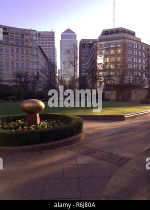 One Canada Square Tower Block in Canary Wharf London - Stock Photo