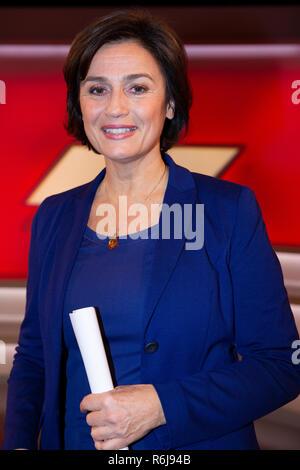 Sandra Maischberger  in der ARD-Talkshow 'Maischberger' im WDR Studio BS 3. Köln, 05.12.2018 - Stock Photo