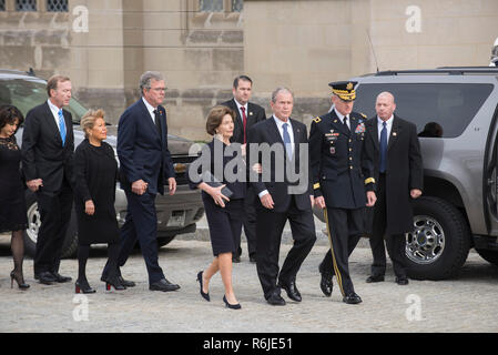 Washington DC, USA. 5th Dec 2018. Funeral Service for George HW Bush-December 6, -The Bush family arrives at Washington National Cathedral for the funeral service of George H. W. Bush Credit: Donovan Marks/Alamy Live News - Stock Photo