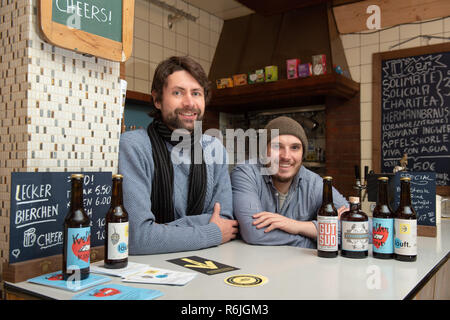 Kassel, Germany. 22nd Nov, 2018. Johannes Alt (l) and Erik Schäfer, owner of the brewery Steckenpferd, stand behind the bar in the barroom. (to dpa 'Successful in the niche - Craft beer brewers assert themselves on the market' of 06.12.2018) Credit: Swen Pförtner/dpa/Alamy Live News - Stock Photo