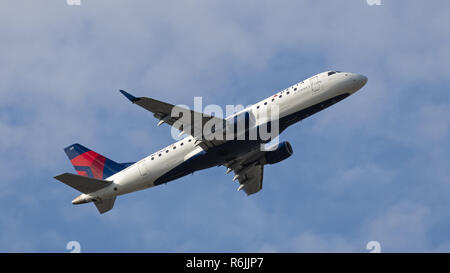 Richmond, British Columbia, Canada. 31st Aug, 2018. A Delta Connection Embraer 175 (N633CZ) jet airliner airborne after take-off. The airliner is owned and operated by Compass Airlines under contract with Delta Air Lines. Credit: Bayne Stanley/ZUMA Wire/Alamy Live News - Stock Photo