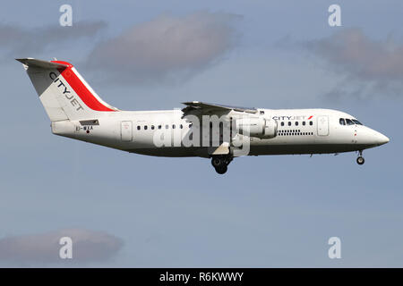 Irish CityJet Avro RJ85 with registration EI-WXA on short final for runway 06 of Amsterdam Airport Schiphol. - Stock Photo