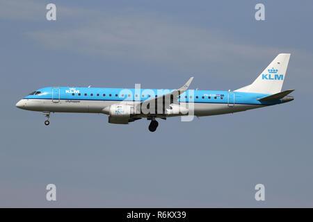 Dutch KLM Embraer ERJ-190 (old livery) with registration PH
