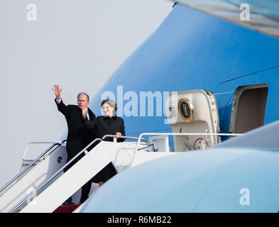 George W. Bush, 43rd President of the United States, waves goodbye with his wife, Laura Bush before boarding Air Force One on Joint Base Andrews, Md., Dec. 5. Nearly 4,000 military and civilian personnel from across all branches of the U.S. armed forces, including Reserve and National Guard components, provided ceremonial support during George H.W. Bush's, the 41st President of the United States state funeral. (U.S. Air Force photo by Airman 1st Class Michael S. Murphy) - Stock Photo