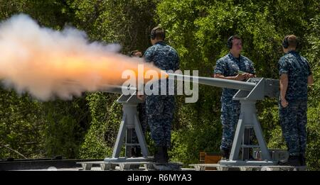NAVAL STATION GUANTANAMO BAY, Cuba (May 29, 2016) Sailors assigned to the Naval Station Guantanamo Bay weapons department fire a 21-gun salute using a 40 mm saluting cannon on Memorial Day in honor of the brave service members that have died in the line of duty. Naval Station Guantanamo Bay provides support to the U.S. Navy and U.S. Coast Guard vessels, and partner navies in the Caribbean operating area - Stock Photo