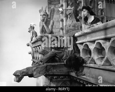Original film title: NOTRE DAME DE PARIS. English title: THE HUNCHBACK OF NOTRE DAME. Year: 1956. Director: JEAN DELANNOY. Stars: ANTHONY QUINN; GINA LOLLOBRIGIDA. Credit: PARIS-FILM PRODUCTIONS/ALLIED ARTISTS / Album - Stock Photo