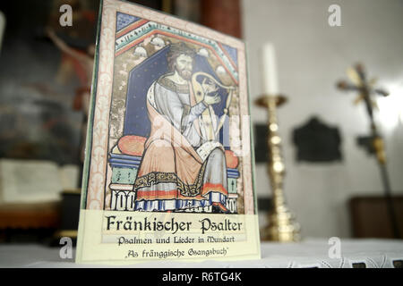 Lichtenau, Germany. 06th Dec, 2018. The Church Dialect Songbook 'Franconian Psalter - Psalms and Songs in Dialect - As fränggische Gsangsbuch' can be found in the Trinity Church. The special hymnbook for Franconia contains not only the Franconian 'Our Father', but a total of 23 biblical psalms and 44 songs on 80 pages. Including dialect versions of well-known Christmas songs. (to dpa-Korr: 'Vadder unser - Franken gets church dialect songbook' from 07.12.2018) Credit: Daniel Karmann/dpa/Alamy Live News - Stock Photo