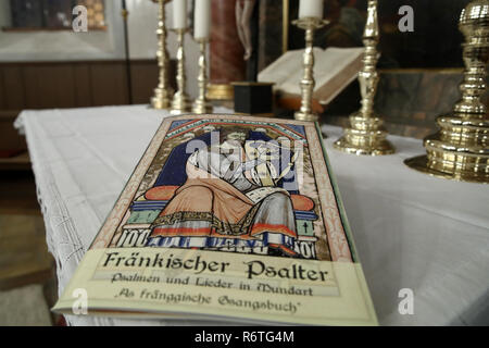 Lichtenau, Germany. 06th Dec, 2018. The Church Dialect Songbook 'Franconian Psalter - Psalms and Songs in Dialect - As fränggische Gsangsbuch' is located in the Trinity Church. The special hymnbook for Franconia contains not only the Franconian 'Our Father', but a total of 23 biblical psalms and 44 songs on 80 pages. Including dialect versions of well-known Christmas songs. (to dpa-Korr: 'Vadder unser - Franken gets church dialect songbook' from 07.12.2018) Credit: Daniel Karmann/dpa/Alamy Live News - Stock Photo