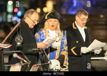 Trafalgar Square, London, UK, 6th Dec 2018. Dignitaries including the Lord Mayor of Westminster, Cllr Lindsey Hall, and the Mayor of Oslo, Marianne Borgen, light up the tree accompanied by performances from the Salvation Army Band, carols and poetry. The Trafalgar Square Christmas Tree is switched on at the annual ceremony on Trafalgar Square in Central London to mark the start of the festive season. Credit: Imageplotter News and Sports/Alamy Live News - Stock Photo