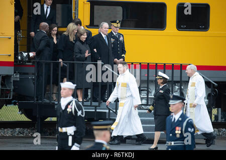 Former Pres. George W. Bush, wife Laura, and family step off train carrying the casket of Bush's father, former President George H.W. Bush, upon its arrival at Texas A&M University before burial at the nearby George Bush Library. - Stock Photo