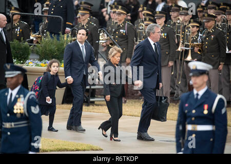 Former Florida governor Jeb Bush and wife Paloma arrive at Texas A&M University with the train carrying the casket of former President George H.W. Bush before burial at the nearby George Bush Library. - Stock Photo