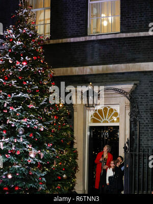 London, UK. 6th Dec, 2018. British Prime Minister Theresa May switches on the Christmas tree lights outside 10 Downing Street with three children in London, Britain on Dec. 6, 2018. Credit: Han Yan/Xinhua/Alamy Live News - Stock Photo