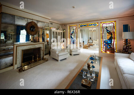 Living room of Elvis Presley's home at Graceland in Memphis, Tennessee - Stock Photo