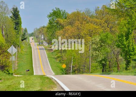Hilly Route 66, near Springfield, historic 266, Missouri, USA - Stock Photo