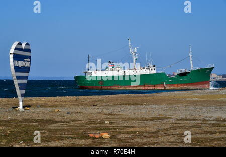Vladivostok, Russia. 07th Dec, 2018. VLADIVOSTOK, RUSSIA - DECEMBER 7, 2018: A North Korean fishing vessel anchored in the Amur Bay drifts towards the shore near Cape Kungasny due to strong North wind. North Korean fishing ships shelter from bad weather in the Primorye Territory waters on a regular basis. Yuri Smityuk/TASS Credit: ITAR-TASS News Agency/Alamy Live News - Stock Photo