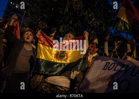 La Paz, Bolivia. 06th Dec, 2018. Demonstrators protest before the Supreme Electoral Court against the court's decision to allow another candidacy of long-term president Morales. Credit: Marcelo Perez del Carpio/dpa/Alamy Live News - Stock Photo