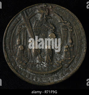 Medal to commemorate the 50th birthday of Charles V, penning footage copper, Charles V on throne, (VAN GODS) G (e) NEEDS KAROLUS DER V: RO (uncles) KAISER WART BORN IM (JAHR) 1500 (legend) birthday party Karel V - Stock Photo