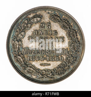 Medal on the 25th anniversary of the Music School in Rotterdam, penning visual material silver, wreath of bonded oak and laurel branch, 25 YEAR EXISTENCE OF THE MUSICAL SCHOOL 1844 - 1869 (in the field) music muziekschool Rotterdam - Stock Photo