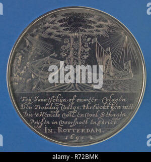 Medal at the 25th wedding anniversary of Maria Appeldoorn and Pieter Cornelisz Jonckheer, wedding penny medal silver, engraved Round medal with thickened upright edge. Inscribed engraved on both sides engraved: Rotterdam remember wedding wedding party - Stock Photo
