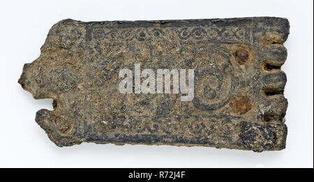 Belt tongue or batter plate with decoration, belt tongue clothing accessory clothing soil find tin metal, w 4,3 cast riveted Double batter plate. Belt tongue belonging to belt buckle or belt hanger. Cast ornamentation consisting of two pilasters with curling motifs between which flower arches archeology Rotterdam rail tunnel attaching hang fasten carry away Soil discovery: trajectory rail tunnel Rotterdam. - Stock Photo