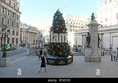 Fortnum & Mason Christmas tree outside the Royal Exchange and Bank of England with a street view of Mansion House City of London UK  KATHY DEWITT - Stock Photo