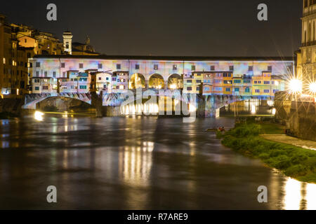 Florence, Italy. 8th Dec 2018. .Today the Christmas lights are lit in Florence. The Ponte Vecchio in Florence is illuminated by a videomapping that projects the genius of Leonardo da Vinci transforming the bridge into a lightshow .Florence 8th Dicember © Michela Goretti /  Alamy Live News - Stock Photo
