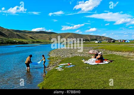 Picnic site at the Orkhon river, Orkhon Valley Cultural Landscape World Heritage site, Kharkhorin, Övörkhangai Province, Mongolia - Stock Photo