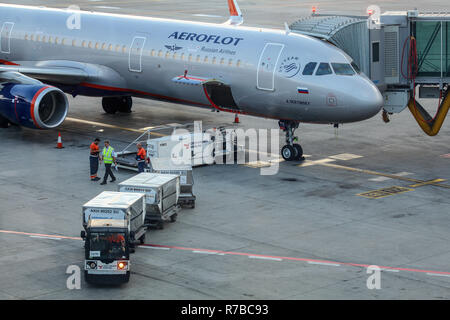 Prague, Czech Republic - July 28th, 2018: Ground personnel loading baggage cargo into Aeroflot Airbus A321 aircraft on Ruzyne, Vaclav Havel Airport. F - Stock Photo
